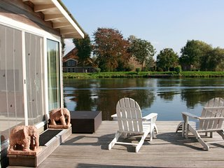 Big houseboat near Amsterdam with FANTASTIC views and 2 bikes! - Vreeland vacation rentals