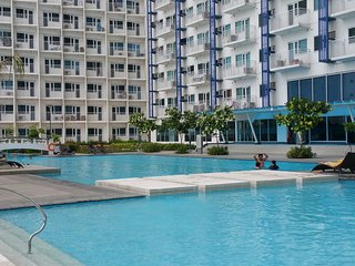 Deluxe 1BR fully furnished Jazz Residence with balcony overlooking swimming pool - Makati vacation rentals