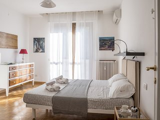 Bright 2 bedroom Province of Milan Condo with Washing Machine - Province of Milan vacation rentals