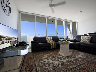 2 bedroom Amazing family apartment in Southport Lvl 6 - Southport vacation rentals