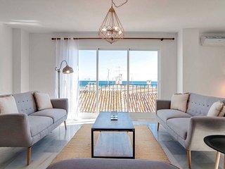 Sea Views + Walk to Everything in Luxurious Puerto Banus. - Puerto José Banús vacation rentals