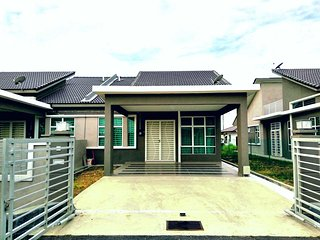 Bright 4 bedroom House in Klebang Kechil - Klebang Kechil vacation rentals