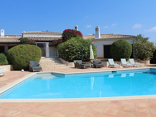 Fantastic villa with heated pool, tennis courts - Mexilhoeira Grande vacation rentals