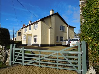 5 bedroom detached house, minutes from Lydstep beach, caverns and coast path. - Lydstep vacation rentals