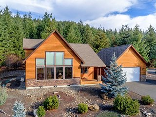 Must See Cabin in Roslyn Ridge!  3BR/2BA | WiFi | Hot Tub! - Cle Elum vacation rentals