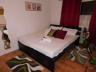 Romantic 1 bedroom Frankfurt Condo with Elevator Access - Frankfurt vacation rentals