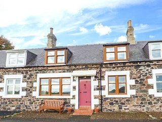 5 FALSIDEHILL FARM COTTAGES, stunning views, off road parking, WiFi, Kelso, Ref 948371 - Kelso vacation rentals