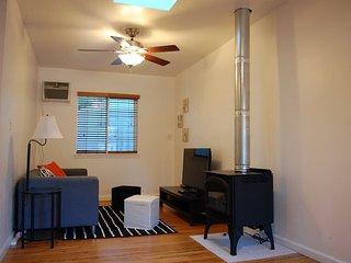 Furnished 1-Bedroom Cottage at Cloud Ave & Ashton Ave West Menlo Park - West Menlo Park vacation rentals