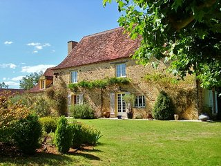 Charming 5 bedroom Cadouin Gite with Central Heating - Cadouin vacation rentals