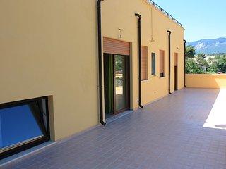 si tratta di una struttura di un appartamento molto ampio con 5 camere - Torre de' Passeri vacation rentals