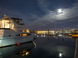Boston Harbor Yacht, Skyline view, Free Parking - Boston vacation rentals