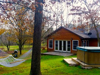 Beautiful Romantic Wood Burning Fireplace, Hot Tub, 2 Queen, Sun Room Luray , VA - Luray vacation rentals