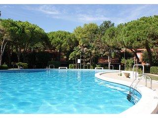 Amazing Residence Swimming Pool - Beach Amenities - Bibione vacation rentals