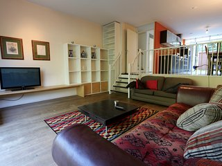 Big family home with PARKING near city centre Amsterdam! - Duivendrecht vacation rentals