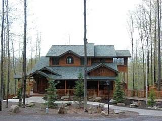 Big Bear is a luxurious mountain home with ski lodge appeal at Timberline! - Davis vacation rentals