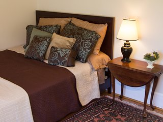Private room at Loudoun Valley Manor - off Route 9 near Leesburg - Waterford vacation rentals