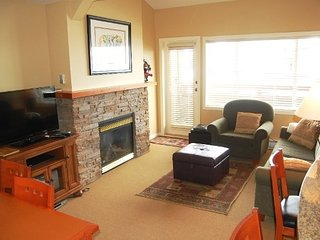 Big White Trappers Crossing 1 Bedroom Premium Condo with Hot Tub - Big White vacation rentals