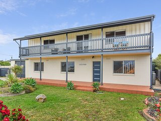 64 Padman Crescent - Listen to the Surf Roll In - Glimpses of the Sea - Middleton vacation rentals