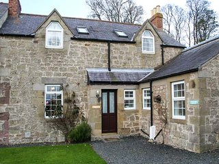 ROSE COTTAGE, open fire, pet-friendly, lawned garden, set on working farm, Hutton, Berwick upon Tweed, Ref 940733 - Berwick-upon-tweed vacation rentals