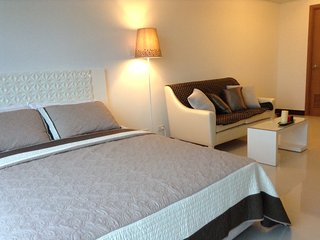 Modern Classy Greenbelt Condo + get FREE stay coupon - Makati vacation rentals