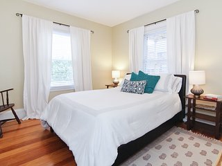 Charming 4 room apartment, minutes from Cambridge and Boston - Arlington vacation rentals