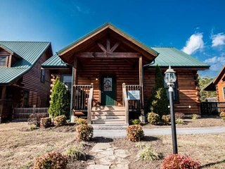 A Little Bit of Heaven - Pigeon Forge Getaway! Hot Tub - Game Room - WIFI - Pigeon Forge vacation rentals