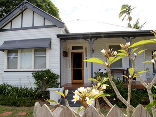 Perfect 3 bedroom Mullumbimby Cottage with Deck - Mullumbimby vacation rentals