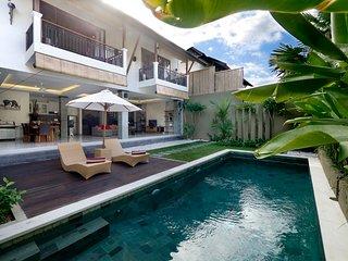 2 Bedroom luxury. Large private pool, breakfast included K3. - Seminyak vacation rentals