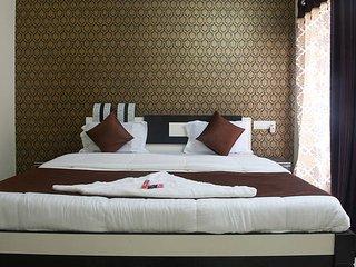 Cozy AC Room in 4 Bedroom Apartment near Bandra Kurla Complex, Kurla - Mumbai (Bombay) vacation rentals