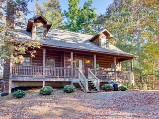 Dog-friendly cabin w/private hot tub, access to shared pools, golf, fishing pond - Ellijay vacation rentals