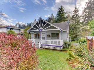 Have a blast at this dog-friendly home--private hot tub included! - Manzanita vacation rentals
