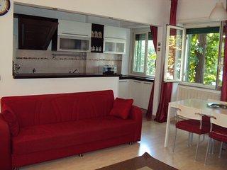 Cozy 2 bedroom Condo in Fuorigrotta - Fuorigrotta vacation rentals