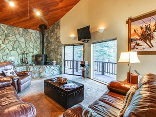 Cozy mountain retreat w/ gorgeous views, shared hot tub & pool, great location! - Truckee vacation rentals