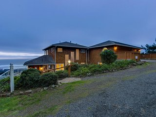 Luxurious dog-friendly home with hot tub and incredible ocean views - Lincoln City vacation rentals
