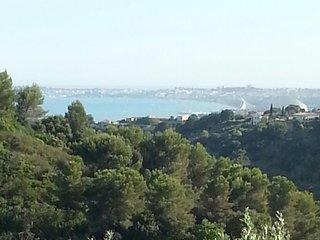 Maison au calme avec superbe vue - Saint-Laurent du Var vacation rentals