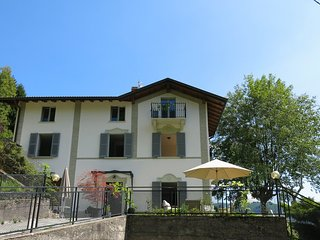"""VILLA CASASCO COMO"" newly renovated tranquil villa only 20mins from LAKE COMO - Dizzasco vacation rentals"