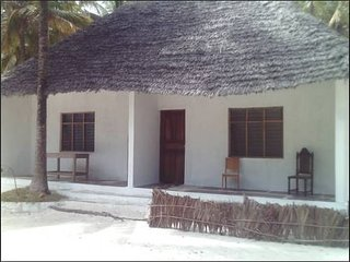 Bright 6 bedroom Bwejuu Bungalow with Parking - Bwejuu vacation rentals