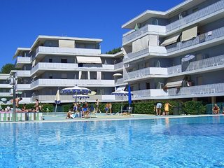 New 12 Swimming Pools Resort - Tennis - Volleyball - Children Area - Bibione vacation rentals