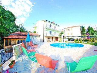 FAMILY APARTMENT WITH POOL AND TERRACE - Pula vacation rentals