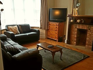 Large 3 bedroom house in Worthing 300m to the beach sleeps 8 with parking - Sompting vacation rentals