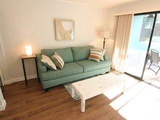 LESS THAN 1 MILE TO SIESTA KEY BEACHES- (ONE MONTH MINIMUM) - Sarasota vacation rentals