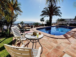 4 b. villa with private swimming pool and sea views in Benalmadena - Benalmadena vacation rentals