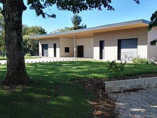 Parc de la Garenne gite n° 1, piscine et tennis offerts - Chatillon-sur-Seine vacation rentals