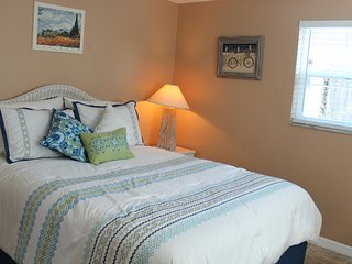 Snowbirds' Dream, Minutes from the Beach, Shopping, Nature and Biking Trails - Holiday vacation rentals