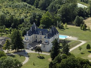 Beautiful Chateau in Menigoute with A/C, sleeps 4 - Menigoute vacation rentals