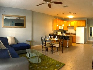 LARGE TOWNHOUSE - Sleeps 8,Beach, Casinos - Gulfport vacation rentals