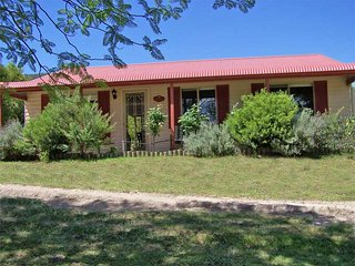 Glen Eden Cottages - Rosebower - Broke vacation rentals