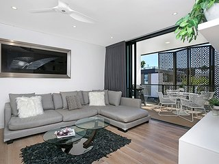Stunning Modern Apartment With Views, Great Location ROZ02 - Rozelle vacation rentals