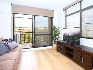 Vibrant inner-city living - Darling Harbour fringe - Sydney vacation rentals