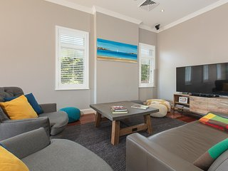 Enjoy Sydney Summer with a hot tub, close to City - Saint Leonards vacation rentals